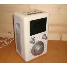 Радио с часами и комнатным термометром