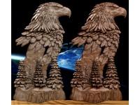 Орел на елках